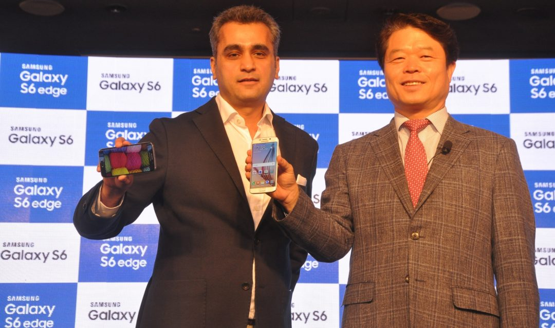 Mr. HyunChil Hong, President and CEO, Samsung India Electronics and Mr. Asim Warsi, Vice President, Marketing, Mobile & IT, Samsung India launching the Galaxy S6 and Galaxy S6 edge in New Delhi